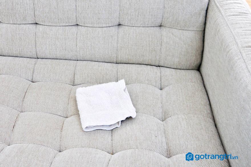 Cách làm sạch vết bẩn trên ghế sofa