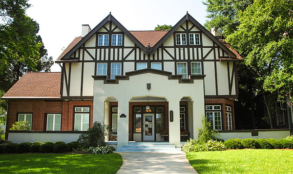 Ngôi nhà rộng nên chọn cửa chính mấy cánh?