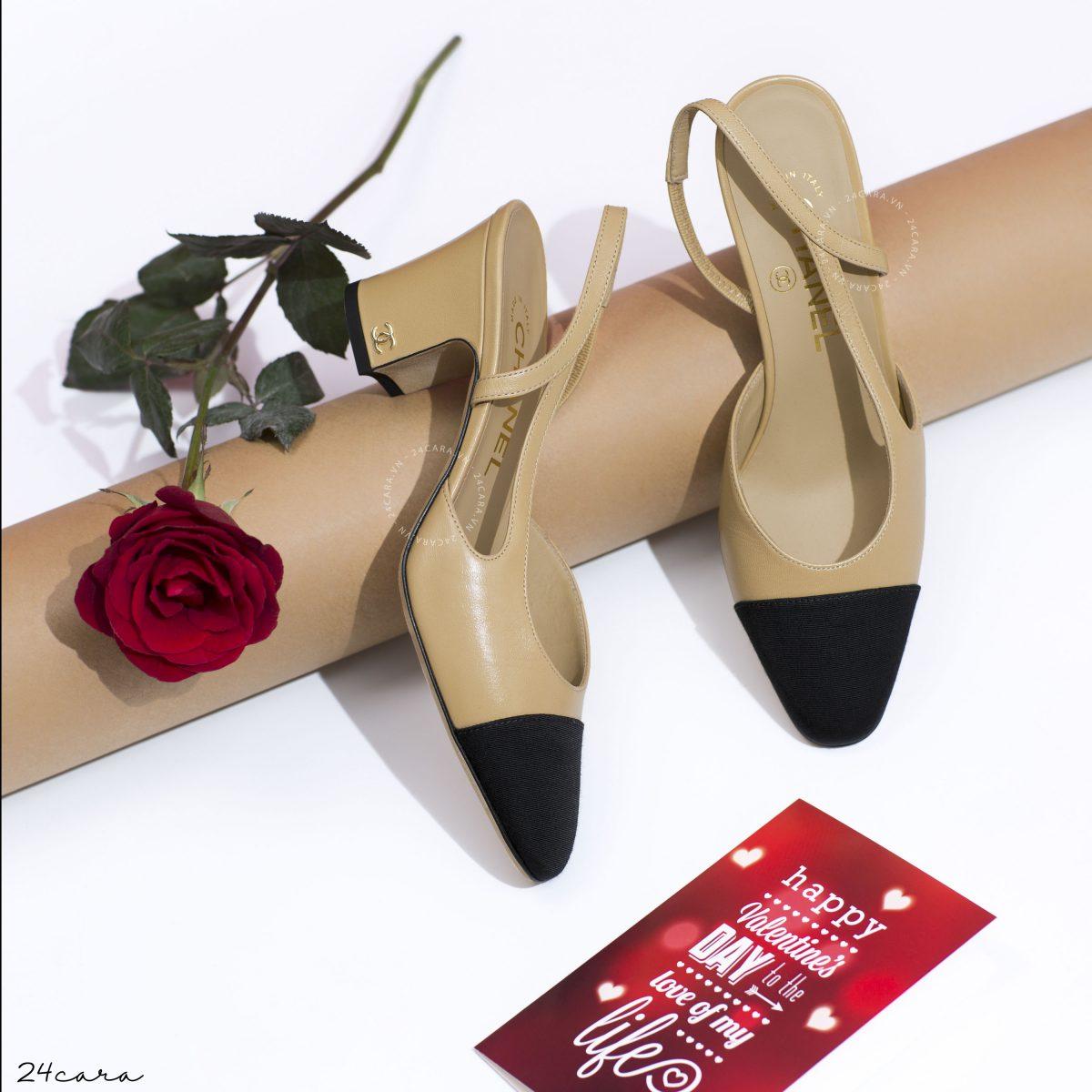 """Đôi giày Chanel """"58 tuổi"""" vẫn khiến phái nữ ngất ngây"""