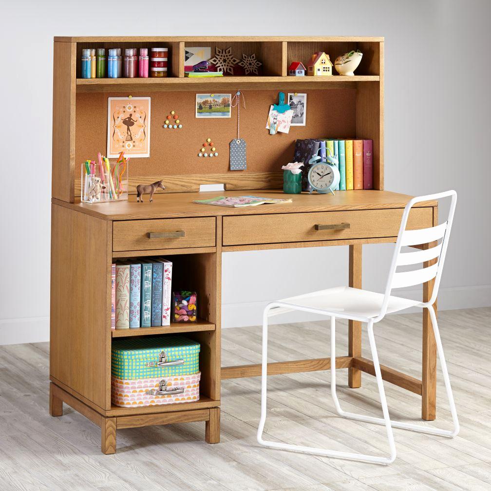Bàn làm việc kết hợp tủ sách - tiện lợi cho việc cất giữ