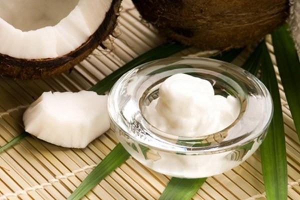 Dưỡng trắng da với dầu dừa và sữa chua dành cho da nhạy cảm