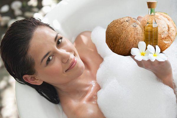 Dưỡng trắng da sử dụng dầu dừa, mật ong và lòng đỏ trứng gà