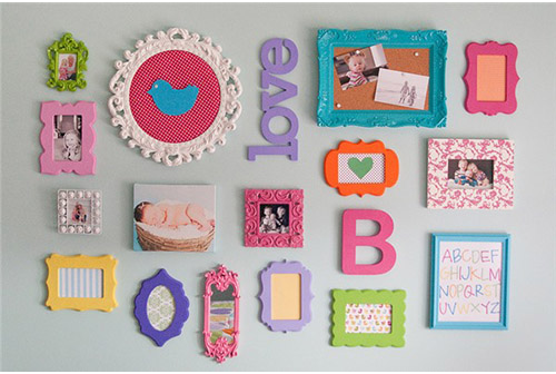Trang trí phòng con gái bằng khung ảnh