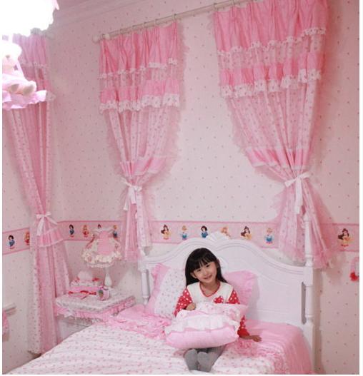 Trang trí phòng ngủ bé gái bằng rèm trang trí